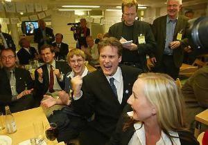 Bild från valvakan 2003 på Centerns riksdagskansli.