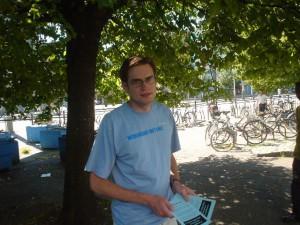 Martin Ullander i Medborgare mot EMU:s uppmärksammade t-shirt.